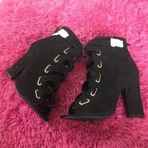 NYOP! NWOT! Qupid black laced up ankle boots. 8.5